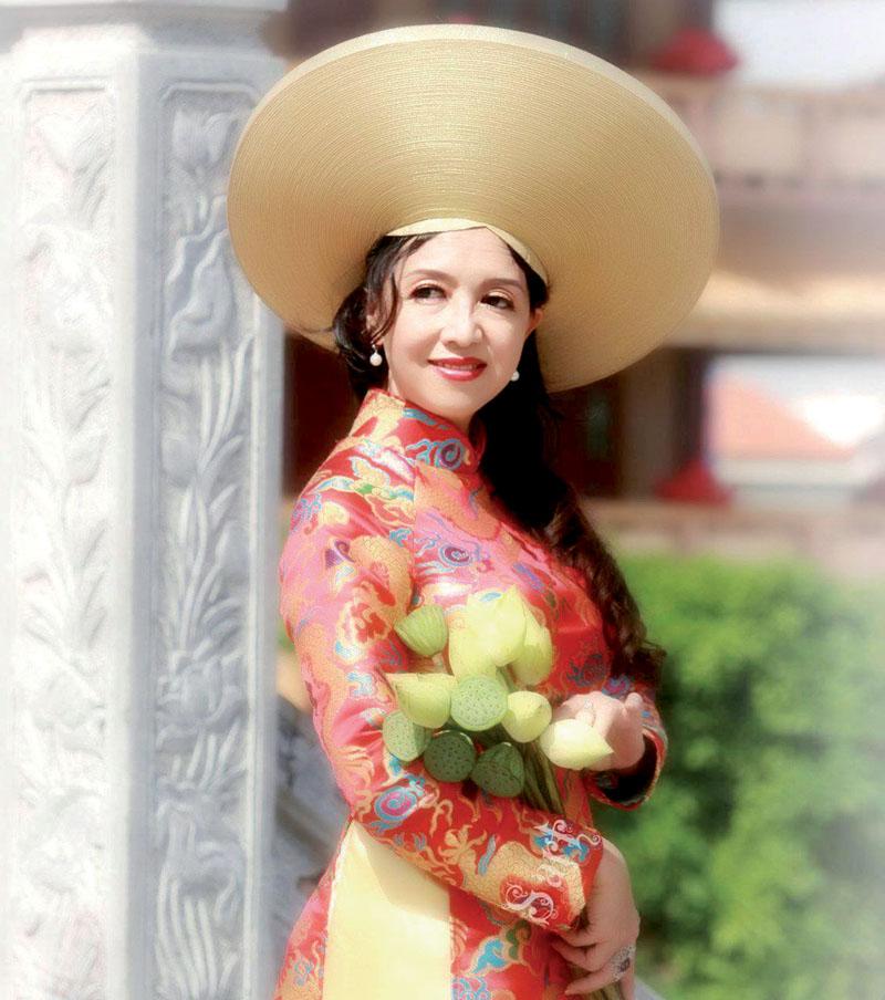 Phạm Thị Bích Châu –GĐ Kinh DoanhCty TNHH ThươngMại và Máy Móc KỹThuật Toàn Cầu – Đoá hoa dịu dàng