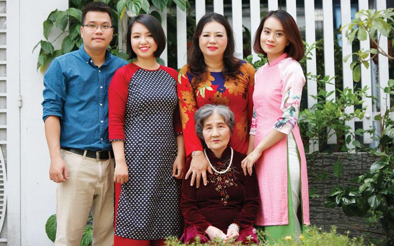Doanh nhân Đoàn Thu Ngân sống trọn vẹn yêu thương từng ngày bên mẹ