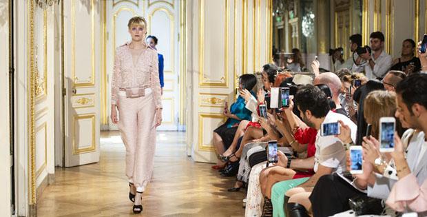 """Patrick Phạm & Khúc hoan ca """"Bốn Mùa"""" tại Paris Fashion Week"""