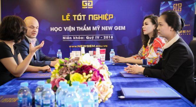 Tiến sĩ Nicolay Neydenov đã có buổi tới thăm học viên thẩm mỹ NEW GEM của hoa hậu Jolie Thơ Nguyễn.