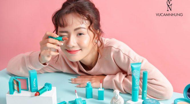 """Dòng mỹ phẩm mới của siêu mẫu, doanh nhân Vũ Cẩm Nhung hứa hẹn """"cưa đổ"""" tín đồ trẻ"""