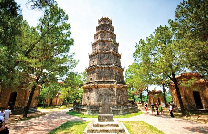 10 điểm du lịch tâm linh thu hút khách nhất Việt Nam