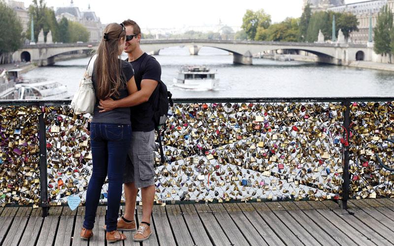 Những chiếc chìa khóa trên cầu tình yêu