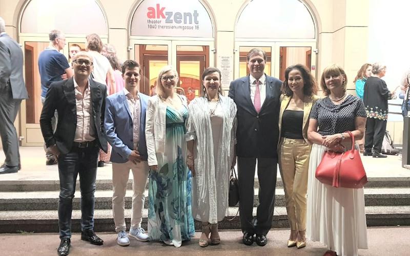 Nhà thiết kế Patrick Phạm cùng Gia đình Hoàng Gia Áo tham dự buổi biểu diễn vũ kịch từ thiện đặc sắc