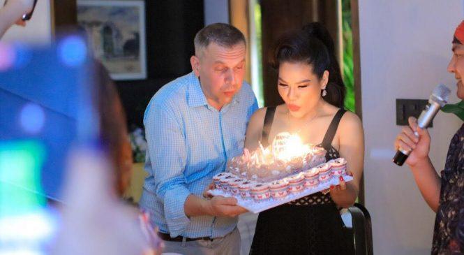 Được chồng yêu tổ chức sinh nhật mừng tuổi 38 – Hoa khôi Hương Hoàng khiến  nhiều người phải ghen tị.