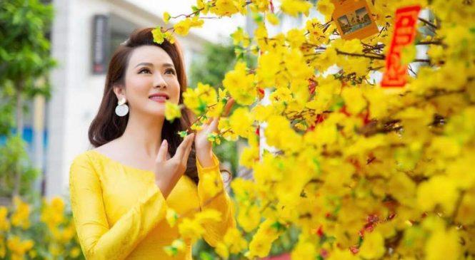 Hoa hậu Hana Trương khoe sắc cùng áo dài xuân 2021