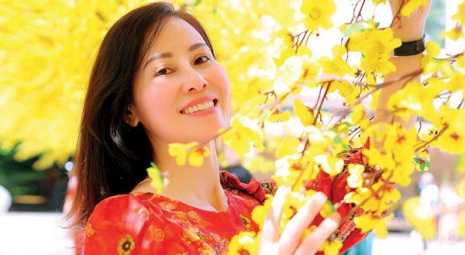 Hoa Hậu Mai Thanh dạo bước mùa Xuân trên quê hương